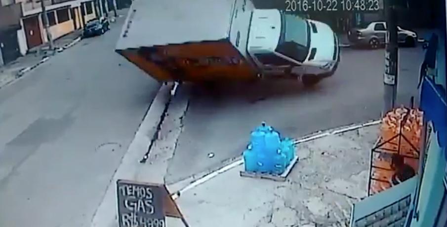 diefstal vrachtwagen video, diefstal opmerkelijk achtervolging, achtervolging video autodief