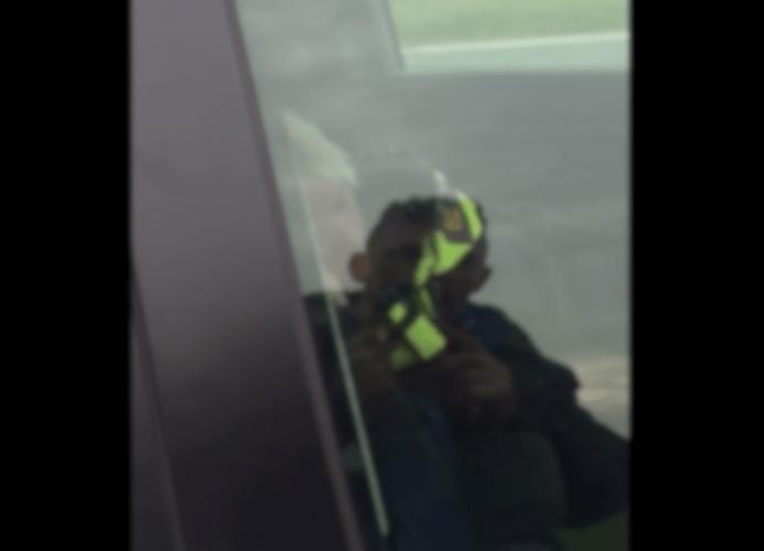 agente slaapt video, politie slapen video, agente snelheidscontrole slapen